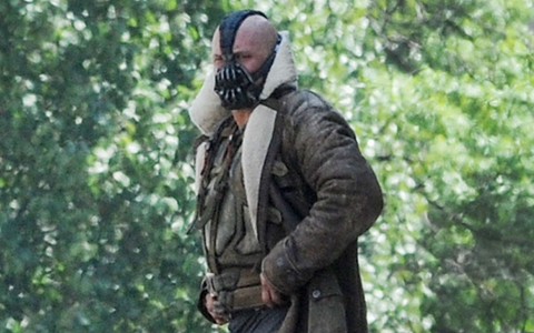 The Dark Knight Rises Set Photos: Tom Hardy as Bane in full costume, location Shooting in Pittsburgh