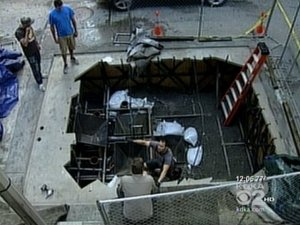the-dark-knight-rises-pittsburgh-location-shooting-set-photo-batman_hole