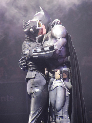 batman-catwoman-kiss-batman-live-stageshow-marred-by-awful-costumes-campy-performances