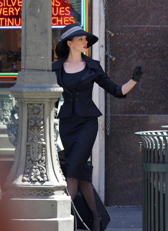 the-dark-knight-rises-catwoman-anne-hathaway-selina-kyle-is-classy-sexy-elegant-very-hepburn