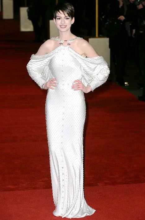 anne-hathaway-pity-about-dark-knight-rises-triumphant-on-lesmis-red-carpet